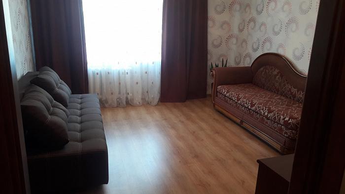 Двухкомнатная квартирапосуточно в Ровно, ул. Е. Коновальца, 32. Фото 1