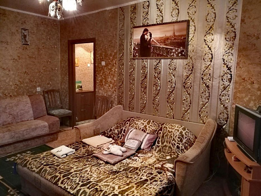 Двухкомнатная квартирапосуточно в Шостке. ул. Мира, 14. Фото 1