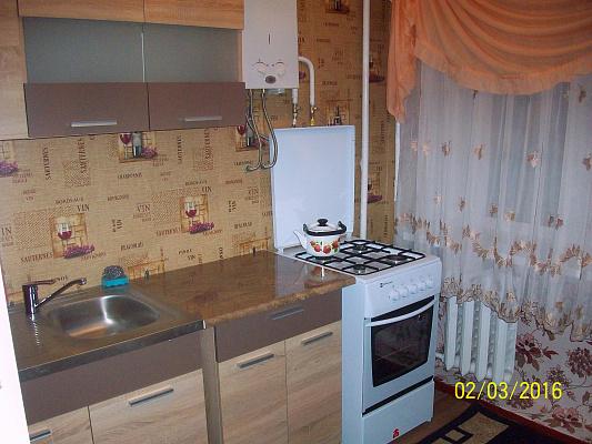 Однокомнатная квартирапосуточно в Конотопе. ул. Братьев Лузанов, 47. Фото 1
