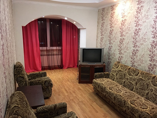2-комнатная квартира посуточно в Ровно. ул. Соборная, 65. Фото 1