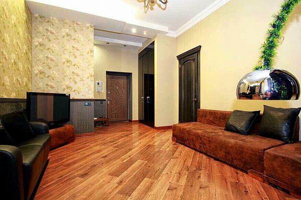 Двухкомнатная квартирапосуточно в Одессе. Приморский район, ул. Ришельевская, 7. Фото 1