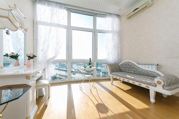 Трехкомнатная квартирапосуточно в Киеве, Оболонский район, пр-т Героев Сталинграда, 2Г