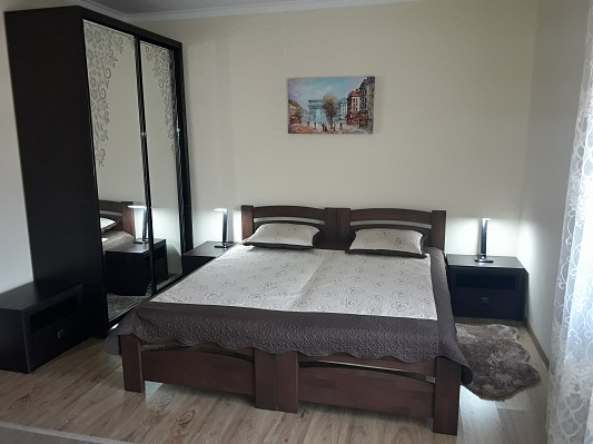 Двухкомнатная квартирапосуточно в Поляне. ул. Курортная, 2а. Фото 1