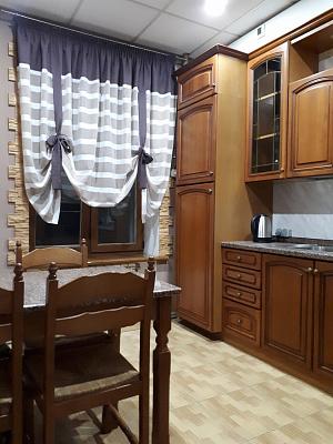 Двухкомнатная квартирапосуточно в Днепре, Бабушкинский район, пр-т Дмитрия Яворницкого, 67. Фото 1