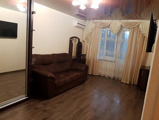 Двухкомнатная квартирапосуточно в Симферополе, Железнодорожный район, ул. Мичурина, 10