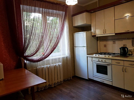 Однокомнатная квартирапосуточно в Симферополе, Киевский район, ул. Лермонтова, 16