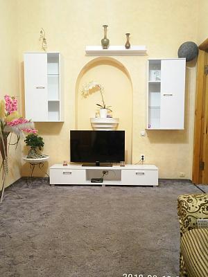2-комнатная квартира посуточно в Днепре. Бабушкинский район, пр-т Дмитрия Яворницкого, 79. Фото 1