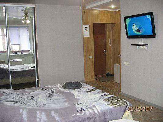 Однокомнатная квартирапосуточно в Черкассах, ул. Благовестная, 156. Фото 1