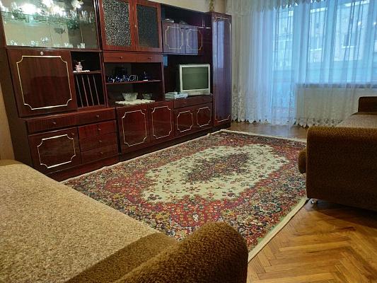Трехкомнатная квартирапосуточно в Бердичеве, ул. Богдана Хмельницкого, 3а. Фото 1