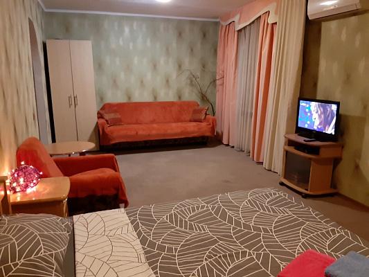 Однокомнатная квартирапосуточно в Запорожье. Орджоникидзевский район, б-р Гвардейский, 144. Фото 1