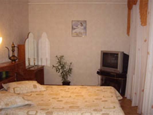 3-кімнатна квартираподобово у Дніпрі, Жовтневий район, вул. Канатна, 40. Фото 1