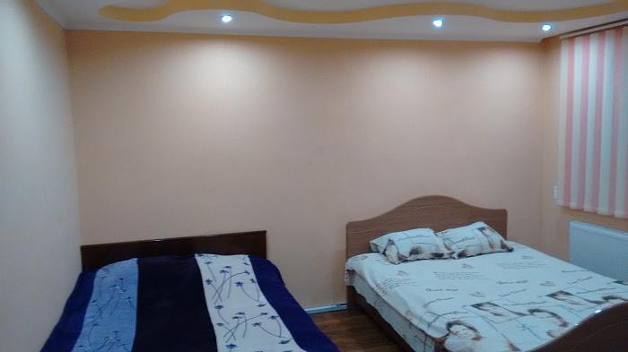 3-комнатная квартира посуточно в Вознесенске. ул. Космодемьянской, 97. Фото 1