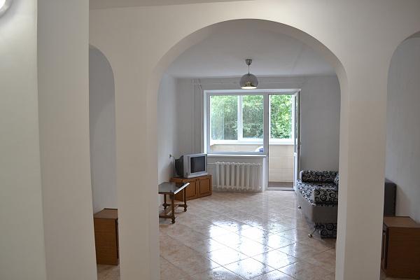 Двухкомнатная квартирапосуточно в Каменце-Подольском. ул. Фабрициуса, 9. Фото 1