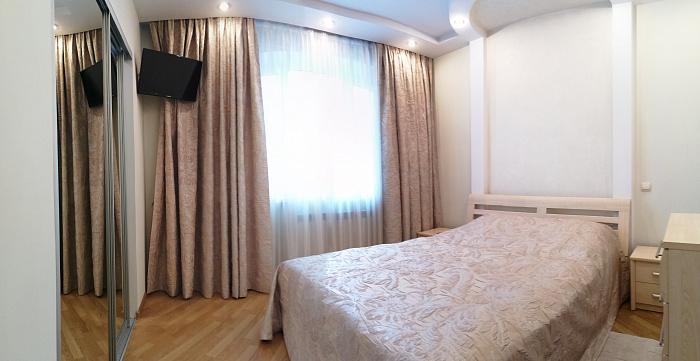 4-кімнатна квартираподобово у Рівному, вул. Соборна, 67. Фото 1