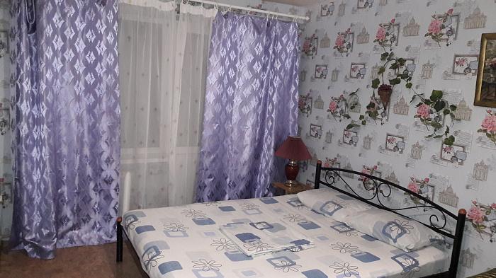 Однокомнатная квартирапосуточно в Мариуполе. Приморский район район, ул. Бахчиванджи, 16. Фото 1