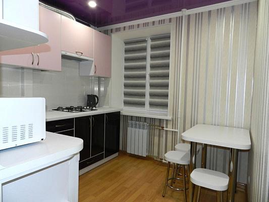 Двухкомнатная квартирапосуточно в Запорожье, Жовтневый район, ул. Украинская, 45. Фото 1