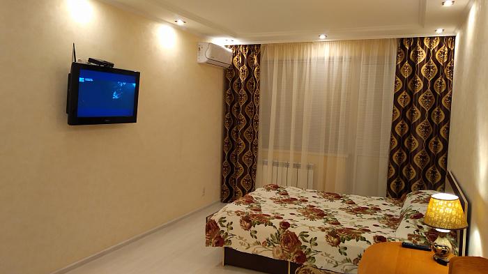 Однокомнатная квартирапосуточно в Мариуполе. Центральный район, пр-т Строителей, 62. Фото 1