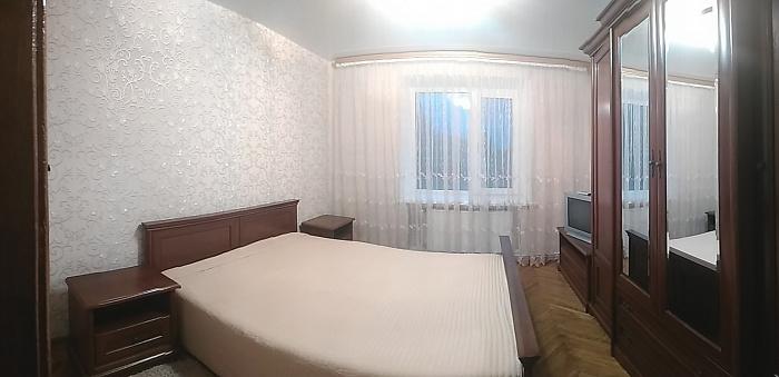 Двухкомнатная квартирапосуточно в Хмельнике. ул. 1-го Мая, 17. Фото 1