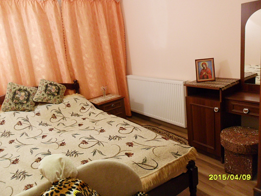 house hdaily Pochayev, ул. Липовая, 1. Photo 1