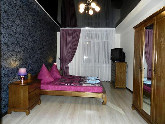 Трехкомнатная квартирапосуточно в Запорожье, Ленинский район, пр-т. Соборный, 193. Фото 1