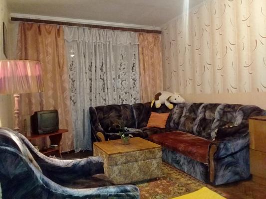 Двухкомнатная квартирапосуточно в Ахтырке, ул. Армейская, 80. Фото 1