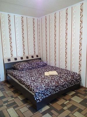 Двухкомнатная квартирапосуточно в Изюме, ул. Героев Чернобыльцев, 27. Фото 1