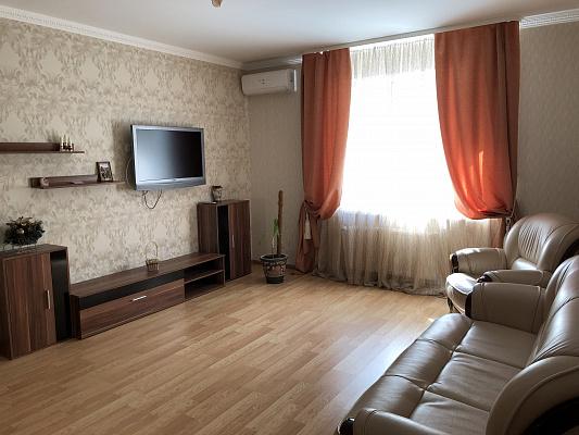 Двухкомнатная квартирапосуточно в Ровно, ул. Буковинская, 5а. Фото 1