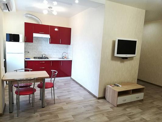 Двухкомнатная квартирапосуточно в Краматорске. ул. Василия Стуса, 35. Фото 1