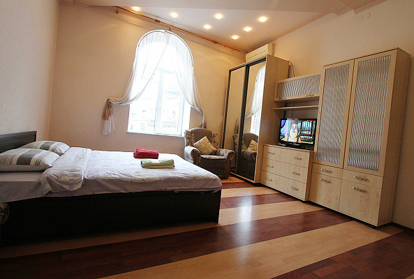 Двухкомнатная квартирапосуточно в Львове. Галицкий район, пл. Соборная, 17. Фото 1