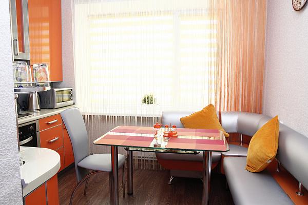 Двухкомнатная квартирапосуточно в Бердянске. ул. Лиепайская, 19. Фото 1