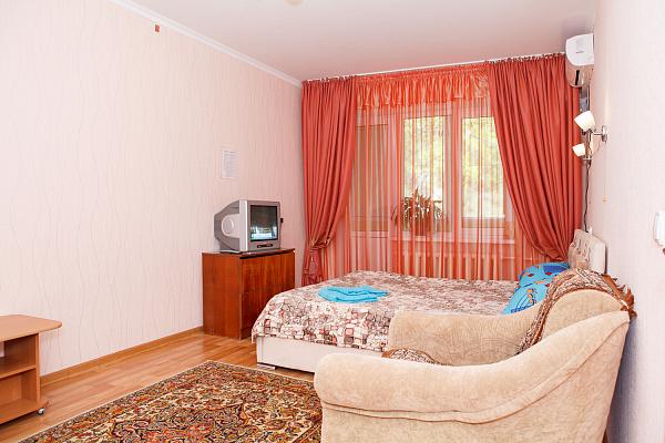 Однокомнатная квартирапосуточно в Симферополе. ул. 60 лет Октября, 21. Фото 1