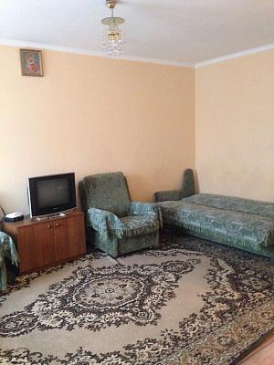 1-комнатная квартира посуточно в Луцке. пр-т. Победы, 1а. Фото 1