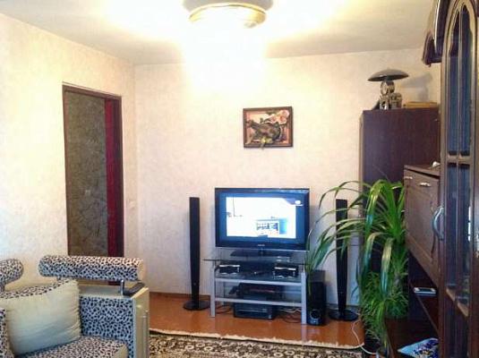 Двухкомнатная квартирапосуточно в Ильичёвске (Черноморске). ул. Корабельная, 6а. Фото 1