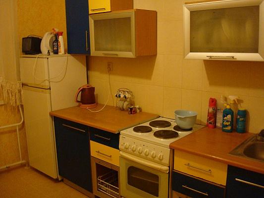 Трехкомнатная квартирапосуточно в Николаеве. Центральный район, пр-т Г.Сталинграда, 105. Фото 1