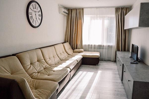 Двухкомнатная квартирапосуточно в Южном, ул. Химиков, 12. Фото 1