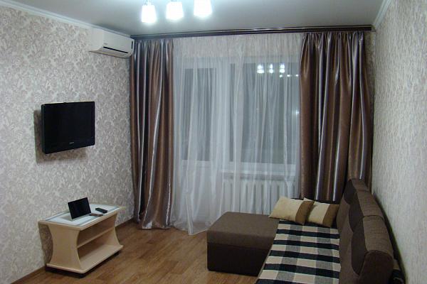 Однокомнатная квартирапосуточно в Кривом Роге. Дзержинский район, ул. Якира, 26. Фото 1