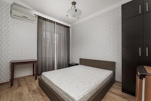 Четырехкомнатная квартирапосуточно в Одессе. Приморский район, ул. Дерибасовская, 18. Фото 1