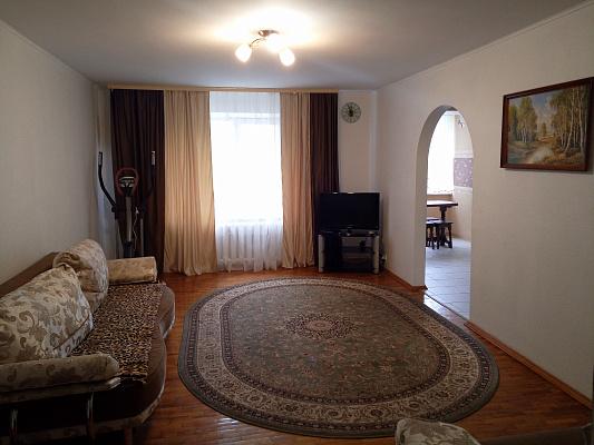 Трехкомнатная квартирапосуточно в Житомире.  ул. Мазепы, 85. Фото 1