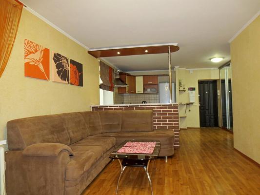 Двухкомнатная квартирапосуточно в Черкассах. б-р Шевченко, 241. Фото 1