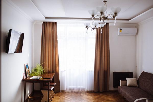 Однокомнатная квартирапосуточно в Ивано-Франковске. ул. Железнодорожная, 37. Фото 1