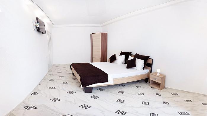 1-комнатная квартира посуточно в Одессе. Приморский район, ул. Генуэзская, 3А. Фото 1