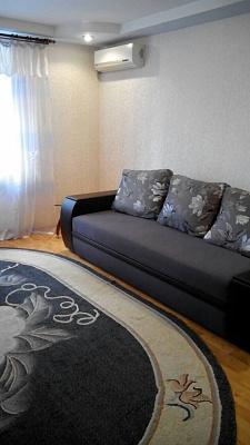 Двухкомнатная квартирапосуточно в Бердянске, ул. Мазина, 52. Фото 1