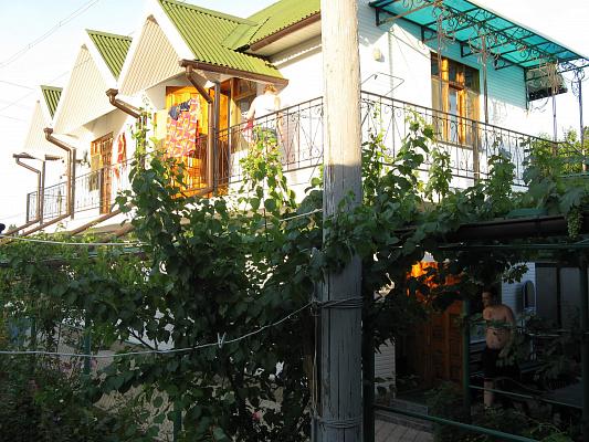 Мини-отель посуточно в Бердянске. ул. Лиепайская, 106. Фото 1