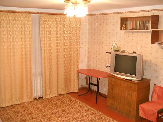 Однокомнатная квартирапосуточно в Черкассах, ул. Мытницкая, 23. Фото 1