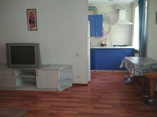 Двухкомнатная квартирапосуточно в Ильичёвске (Черноморске). ул. Хантадзе, 12. Фото 1