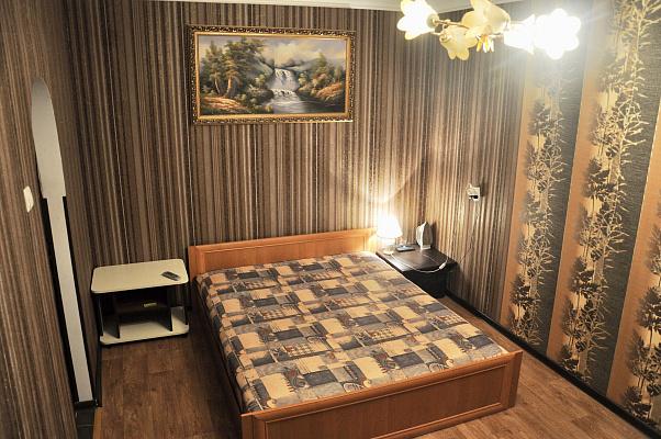 Однокомнатная квартирапосуточно в Чернигове. Деснянский район, пр-т Победы, 90. Фото 1