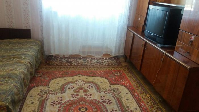 Однокомнатная квартирапосуточно в Каролино-Бугазе. ул. Строителей, 1. Фото 1