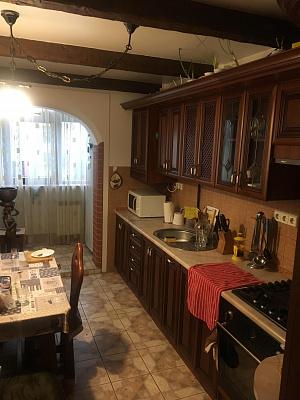 Трехкомнатная квартирапосуточно в Стрые, ул. Степана Бандеры, 44. Фото 1