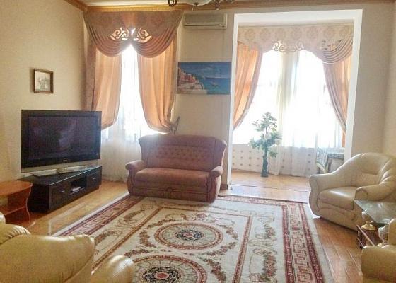3 rooms apartmentsdaily Odessa, Primorskiy district, ул. Дерибасовская, 31. Photo 1
