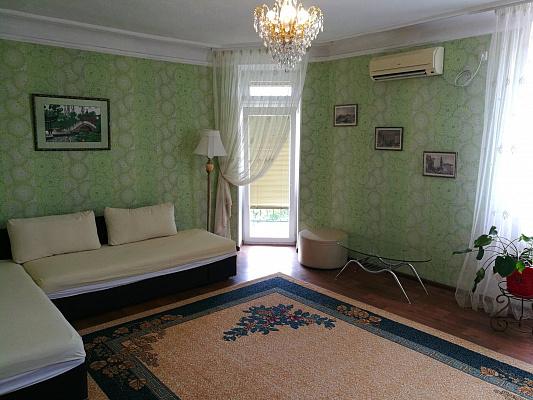 Двухкомнатная квартирапосуточно в Севастополе, Ленинский район, ул. Очаковцев, 39. Фото 1
